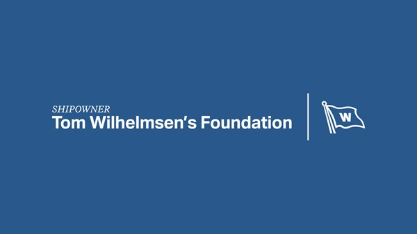 Shipowner_Tom_Wilhelmsens_Foundation_with_Flag_Negativ_Logo_RGB_blue_background